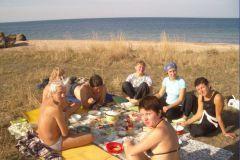Те, кто приехали первыми, успели побыть в согревающих лучах крымского солнца.