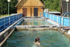 Температура «свежей» воды, в первом бассейне,  около 50 градусов.