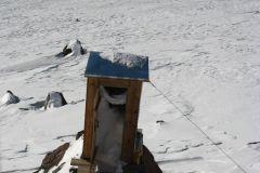 У соседней хижины туалет выглядел вот так  :) :)