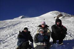 Не спеша поднимаемся  к скалам Пастухова (4800 м)