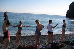 После зарядки большинство участников готовы купаться в море