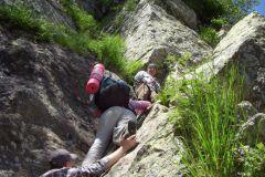 Тем, кто впервые в настоящих горах,  на  второй «стенке» помощь очень кстати.